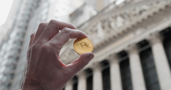 Peter Schiff Criticizes Investors who Succeeded in Getting Wall Street to Buy into the Bitcoin Mania