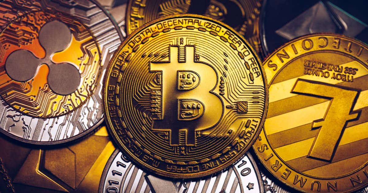 Altcoins Plunge as Bitcoin Sees Massive Retracement, Analyst says Altseason Could Outperform BTC