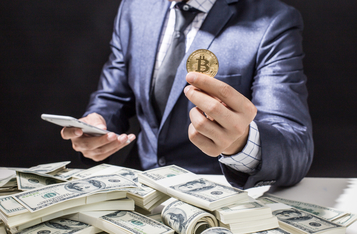 Long-Term Bitcoin Holders Keep Stacking While Short-Term Holders Keep Selling