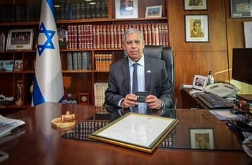 Israel Incoming President Receives NFT Souvenir from his Father